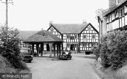 Pembridge, The New Inn And The Market Hall c.1955