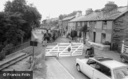 Penrhyndeudraeth, The Level Crossing c.1965