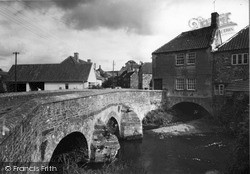 The River Chew And Bridge c.1955, Pensford