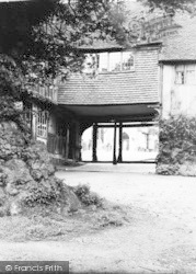 Penshurst, Cottages And Gateway To Village Church c.1960