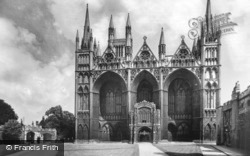 Cathedral, West Front And Dean's Gate c.1930, Peterborough