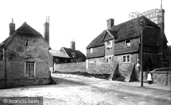 Old Houses Near The Spain 1898, Petersfield