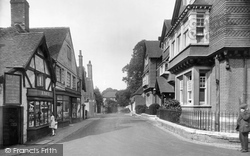 Petworth, Saddler's Row And Swan Hotel 1928