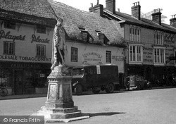 Pewsey, King Alfred Statue And Market Place c.1950
