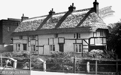 Pewsey, Old Cottages c.1955