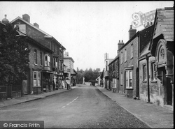 Pewsey, River Street And King Alfred's Statue 1929
