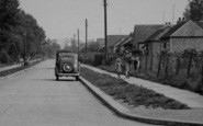 Pitsea, Mother And Children In Crest Avenue c.1955