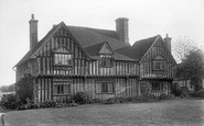 Plaxtol, Nut Tree Hall 1901