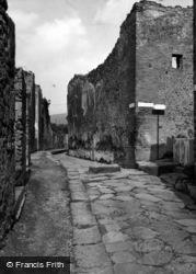 1939, Pompeii