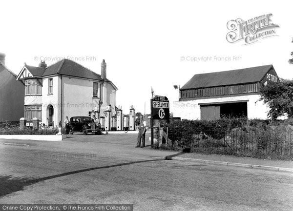 Photo of Pontlliw, Gwynn's Service Station 1937