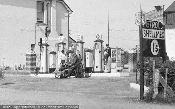 Photo of Pontlliw, Gwynn's Service Station, The Petrol Pumps 1937
