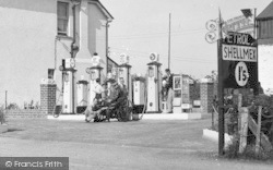 Pontlliw, Gwynn's Service Station, The Petrol Pumps 1937