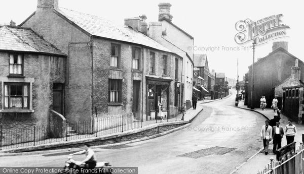 Photo of Pontycymer, Oxford Street c.1952