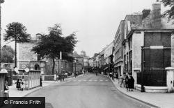 Pontypool, Commercial Street c.1960