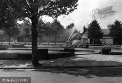 Port Sunlight, Gardens And Fountains c.1955