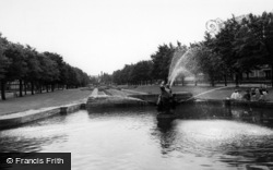Port Sunlight, The Fountain And Gardens c.1965