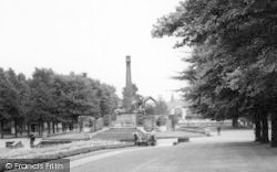 Port Sunlight, The Gardens And Memorial c.1965
