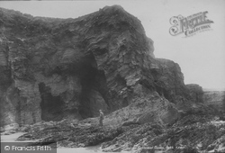 Cathedral Cavern 1899, Porth