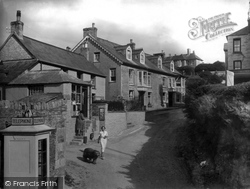 The Village 1935, Porth
