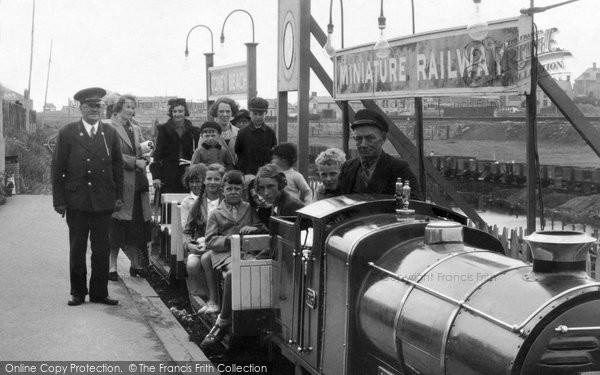 Porthcawl, Passengers On The Miniature Railway 1938