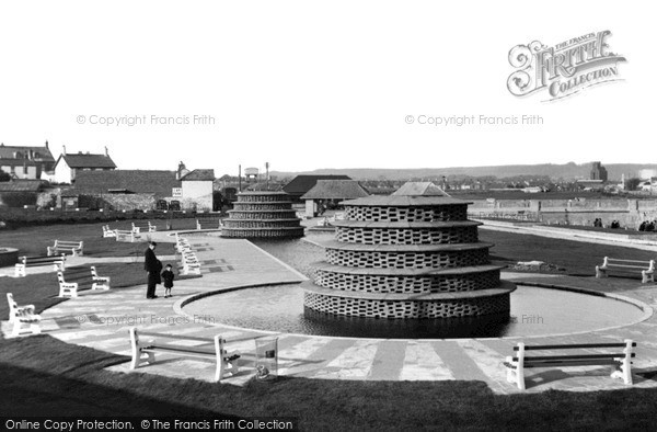Porthcawl, the Fountains c1955
