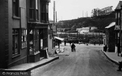 Porthleven, Pickfords Removal Service, Fore Street c.1933