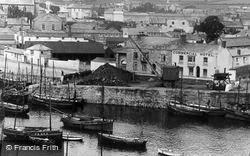 Porthleven, The Harbour And Commercial Hotel c.1932