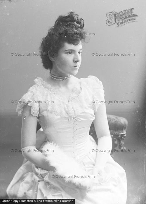 Photo of Portraiture, Miss Hull Hands, Ash Martock c.1896