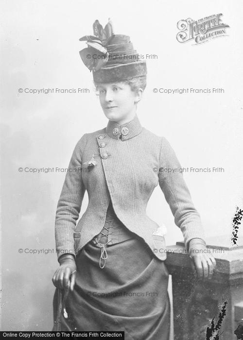 Photo of Portraiture, Mrs Fort 1889