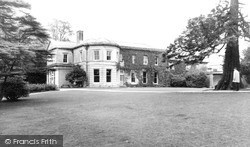 Potters Bar, Oakmere House c.1965