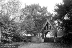 Purley, St Mary's Church Gates c.1955