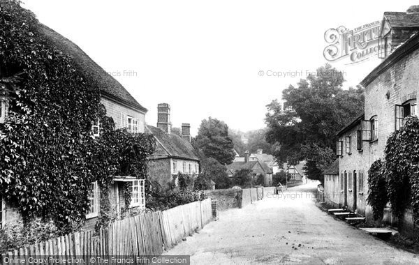 Puttenham, the village, 1904. Reproduced courtesy of The Francis Frith Collection