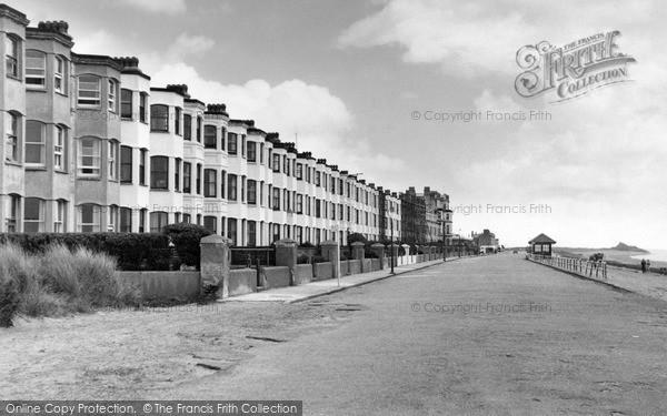 Photo of Pwllheli, West End Promenade c1950