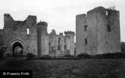 Raglan, Castle, South Entrance And Keep From Bowling Green 1931