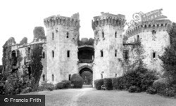 Raglan, The Castle 1906