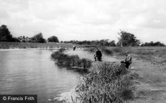 Rainham, Berwick Pond c1960