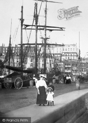 Ramsgate, Mother And Children, The Harbour 1907