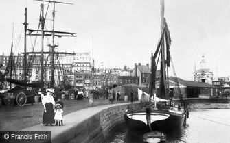 Ramsgate, the Harbour Crosswall 1907