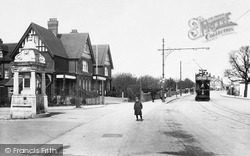Caversham Hotel And Tram Terminus 1910, Reading