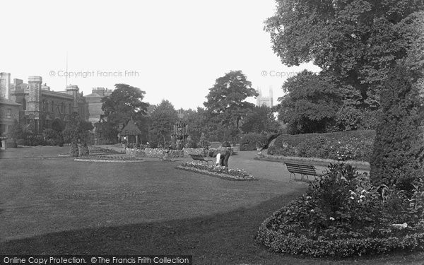Reading, Forbury Gardens 1890
