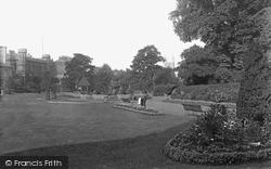 Forbury Gardens 1890, Reading