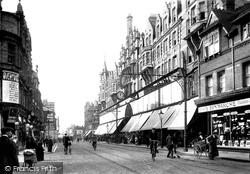 Oxford Street 1913, Reading