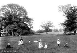 Prospect Park 1904, Reading