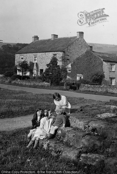 Photo of Redmire, Children in the Village 1929