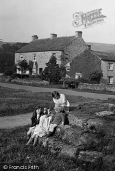 Children In The Village 1929, Redmire