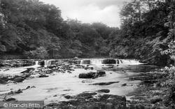 Falls On River Ure 1909, Redmire