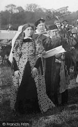 Reigate, Couple In The Pageant 1913