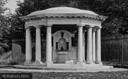Reigate, Hill, Queens Park, The Drinking Fountain 1910