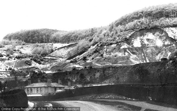 Photo of Reigate, snowy view under Hill 1890, ref. 26738