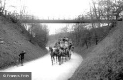 Reigate, Suspension Bridge And Stagecoach c.1908